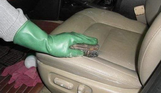 广州单位保洁公司:清洁真皮座后不能速干